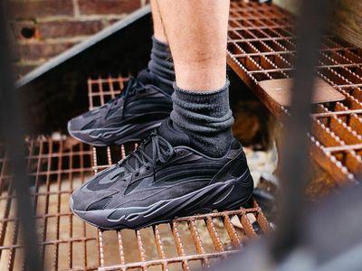 adidas Yeezy Boost 700 V2 Vanta