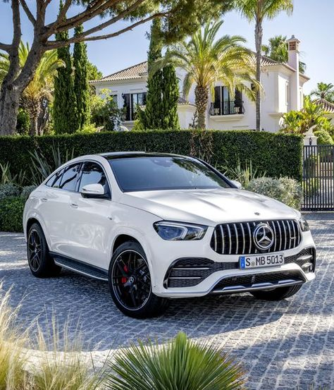Mercedes-Benz on Thursday unveiled the 2021 Mercedes-AMG Coupe. Luxury Sports Cars, Top Luxury Cars, Sport Cars, Mercedes Amg, Mercedes Models, Dream Cars, Co2 Emission, Daimler Ag, Lux Cars