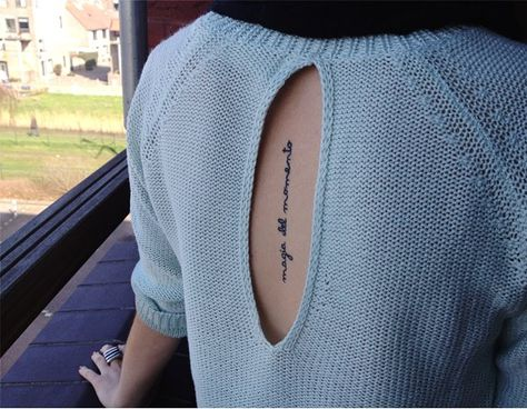 The tattoo means: enjoy and embrace moments in life.  Translation: magia del momento = magic of moments