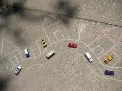 Buitenspelen! - Krijtjes en auto's en spelen maar :) #kidsdinge #leukspelen #heerlijkbuiten