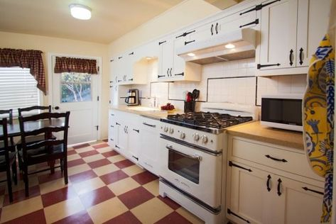 red white checkerboard floor