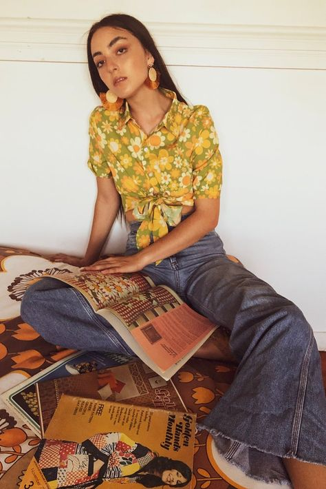sleeve collared shirt in our Sunny side up print in Green Size We practice slow fashion here at yesterday people so These beauties are. 70s Inspired Fashion, 60s And 70s Fashion, Retro Fashion, Boho Fashion, 70s Inspired Outfits, 1970s Hippie Fashion, 80s Womens Fashion, Seventies Fashion, Modest Fashion