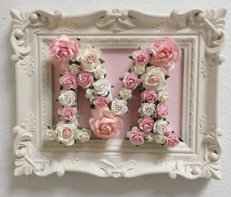 Etsy の Custom made framed floral letters // by AnnekajamBabyArt Diy Letters, Floral Letters, Trendy Wedding, Wedding Gifts, Baby Frame, Handmade Baby Gifts, Shabby Chic Crafts, Paper Crafts, Diy Crafts