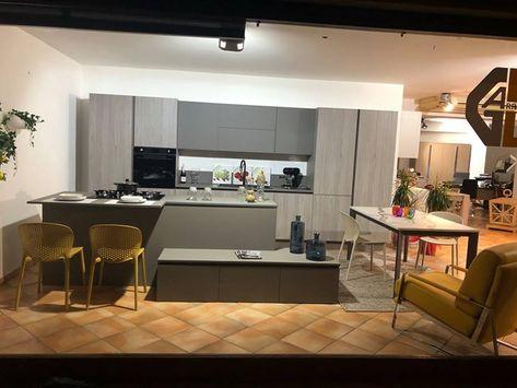 Berloni Camere Da Letto.Cucina Grigio Design Ad Isola B50 Berloni Cucine In Offerta Outlet
