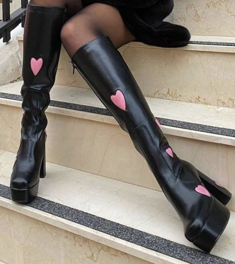 Pretty Shoes, Cute Shoes, Me Too Shoes, Crazy Shoes, Aesthetic Shoes, Aesthetic Clothes, Aesthetic Fashion, Chica Dark, Looks Style