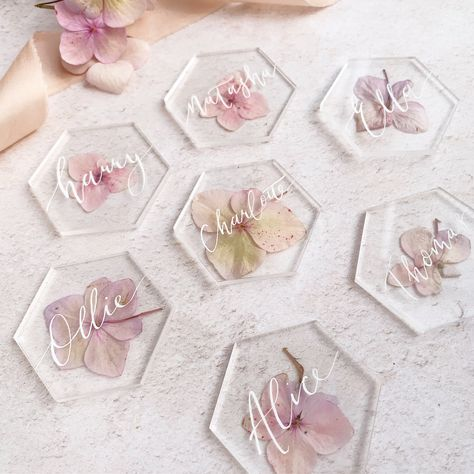 Loving acrylic at the moment, It's so versatile and delicate it's not surprising it's so popular. I always like to have a play around with… Diy Resin Art, Epoxy Resin Art, Diy Resin Crafts, Diy And Crafts, Arts And Crafts, Wedding Place Settings, Wedding Places, Flower Crafts, Resin Jewelry
