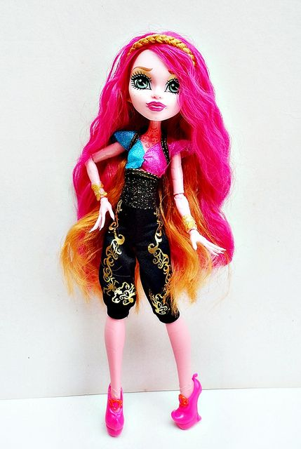 MONSTER HIGH DOLL CLEO de NILE DEAD TIRED 2008 First Wave Stand