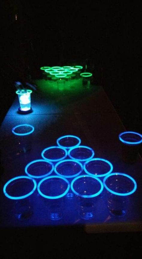 4 Twists on Beer Pong That You Have to Try - 4 Drehungen auf Bier Pong, 21st Party, 18th Birthday Party, Birthday Party Games, 18th Party Themes, Teen Party Games, Tiki Party, Glow Party, Spa Party, Glow In Dark Party