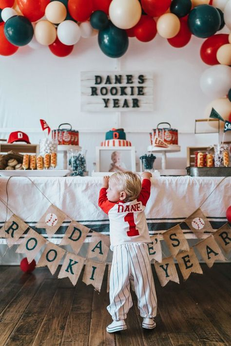 Baseball Theme Birthday, Baby Boy 1st Birthday Party, First Birthday Party Themes, Birthday Themes For Boys, Baseball Party, Themed Birthday Parties, Baseball Cupcakes, 1 Year Birthday Party Ideas, Thing 1