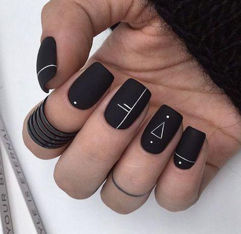 30+ modèles d'ongles noirs mat tendance inspirés