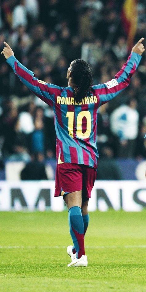 Ronaldinho celebruje zwycięstwo FC Barcelona #ronaldinho #pilkanozna #piłkanożna #futbol #sport #sports #football #soccer #barcelona #fcbarcelona