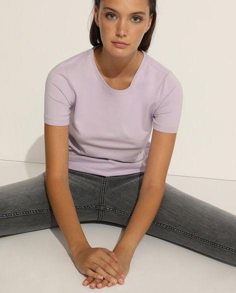 T-shirt básica de mulher com manga curta