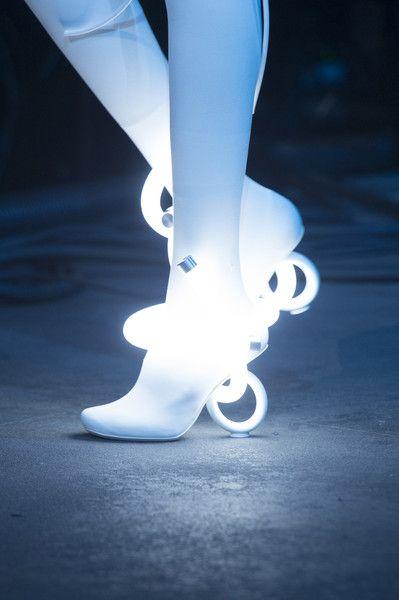 Esse modelo de sapato 'iluminado' é do designer Nicholas DH6c5