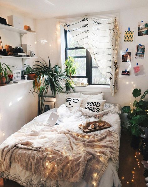 14 Trendy Bedroom Design and Decor Ideas for Your Next Makeover - The Trending House Room Ideas Bedroom, Small Room Bedroom, Modern Bedroom, Trendy Bedroom, Bed Room, Cozy Bedroom Decor, Bedroom Ideas For Small Rooms, Boho Teen Bedroom, Artistic Bedroom