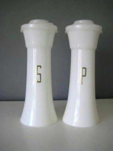 "It seemed like everybody had a kitchen full of Tupperware products, including these salt and pepper shakers. One friend's mom distinguished between the day-to-day stuff and her ""good Tupperware"" that was only used for company or special holidays! Vintage Tupperware, My Childhood Memories, Great Memories, School Memories, 1980s Childhood, Fail Blog, Love Vintage, Vintage Stuff, Vintage Toys 1970s"