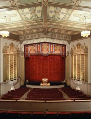 Stanford Theatre Reopened Last Weekend After A Three Month Closure Due To Renovations But Moviegoers Shouldn T Expect Anything T Movie Guide Palo Alto Theatre