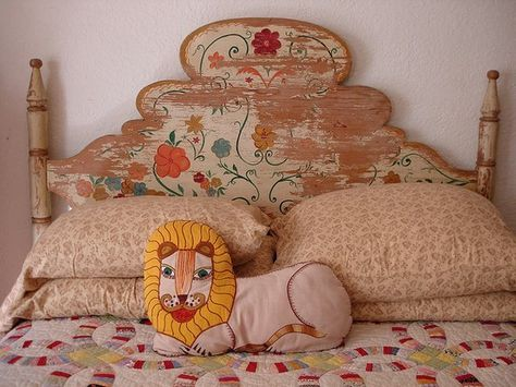 bohemian kids room - ♥ that headboard and the lion pillow Girls Bedroom, Bedroom Decor, Bedroom Bed, Bedrooms, Design Bedroom, Bohemian Room, Bohemian Nursery, Deco Design, Kid Spaces