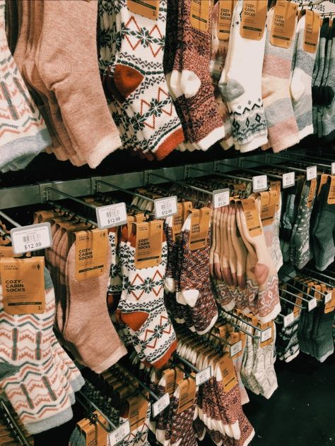 Image uploaded by S a r a h. Find images and videos about winter, christmas and socks on We Heart It - the app to get lost in what you love. Autumn Aesthetic, Christmas Aesthetic, Cosy Aesthetic, Rose Winter, Dm Foto, Looks Street Style, Autumn Cozy, Cute Socks, Winter Christmas