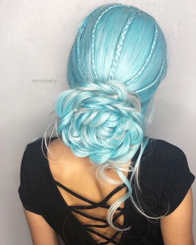 I love this hairstyle, but I could never pull it off.