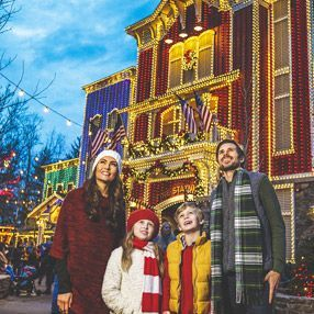 Silver Dollar City An Old Time Christmas In 2020 Silver Dollar City Old Time Christmas Discount Vacation