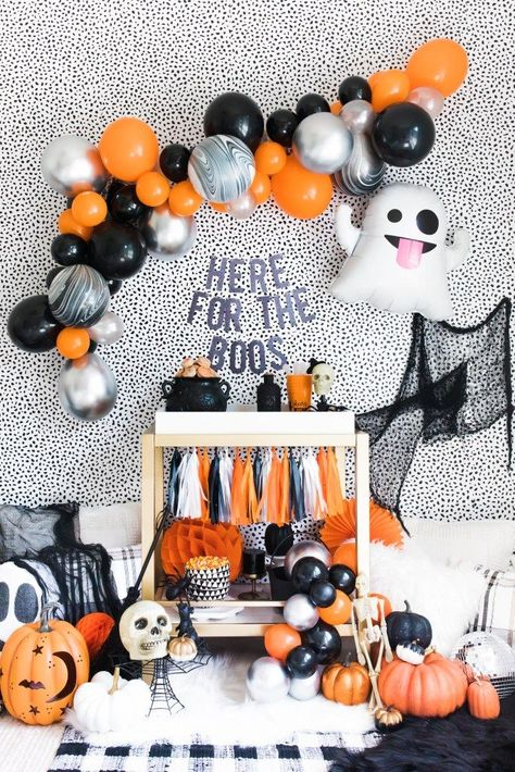 Twerk or Treat Halloween Party : Twerk or treat this Halloween with your best ghouls and celebrate in style! DIY balloon garland kits and banners make this the easiest setup! Halloween Snacks, Adult Halloween Party, Halloween Party Decor, Easy Halloween, Halloween Kids Decorations, Adult Halloween Birthday Party, Halloween Party Ideas For Adults, Adult Party Decorations, Halloween Witches