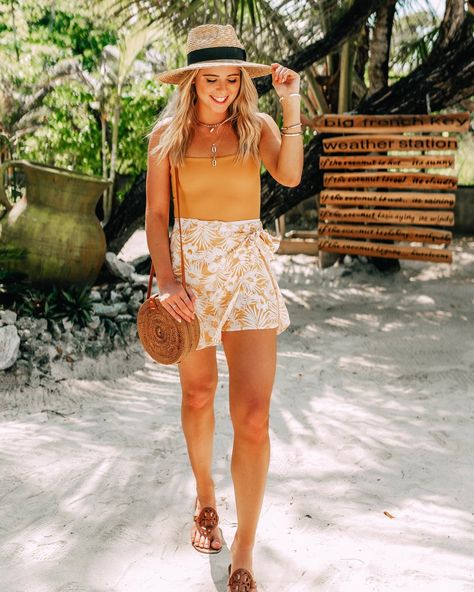 summer outfit inspo / travel outfit / beauty outfit / Caribbean Princess cruise Roatan Honduras Best Picture For Beach Outfit mexico For Your Taste You are looking for something, and it is going to te Summer Cruise Outfits, Tropical Vacation Outfits, Hawaii Outfits, Honeymoon Outfits, Travel Outfit Summer, Spring Outfits, Florida Outfits, Cruise Dress, Vacation Resorts