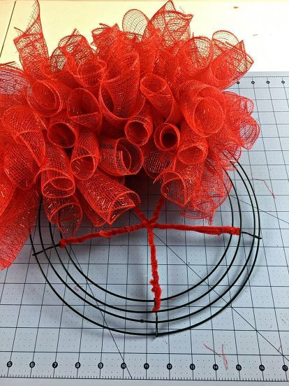 Make A Deco Mesh Ladybug For Your Front Door Ladybug Wreath Mesh Wreath Tutorial Spring Mesh Wreaths