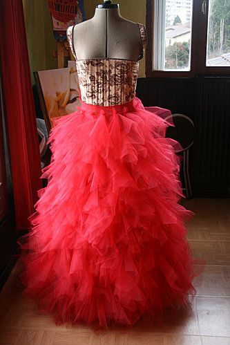 diy jupe tulle Skirt Red Fluffy Princess Tutorial (This will be perfect for wearing with my gothic neo victorian corset ) #timetravelcostumes @TimeTravelStyle