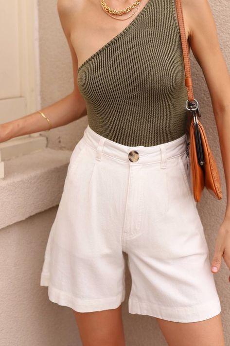 Khaki Shorts Outfit, Summer Shorts Outfits, Trouser Outfits, Outfit Summer, White Shorts, Vintage Shorts, Vintage Denim, Short Blanco, White Linen Trousers