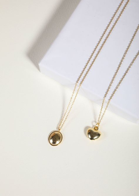 A simple heart puff pendant delicately laced on a 18k gold-plated chain.