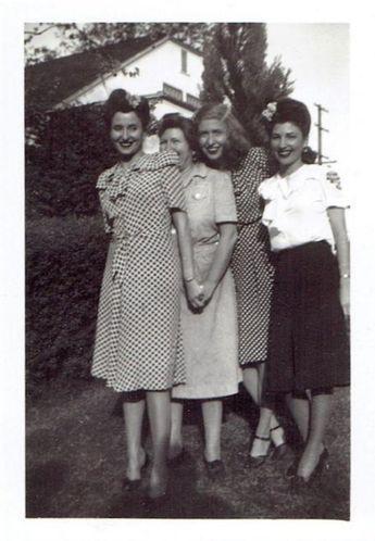 1940s vintage snapshot/ 1940s vintage photo of women's 1940s fashion #1940s #1... - #1940s #fashion #Photo #snapshot #Vintage #Womens