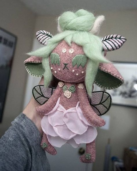 Sewing Art, Sewing Dolls, Sewing Crafts, Doll Crafts, Cute Crafts, Felt Dolls, Plush Dolls, Cute Fantasy Creatures, Kawaii Crochet