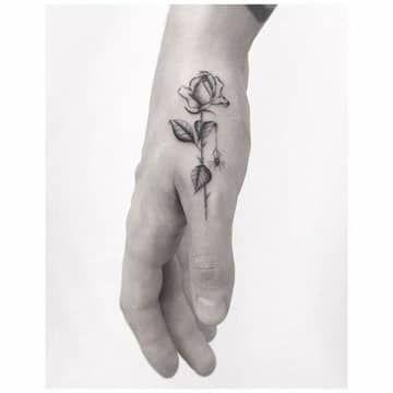Tatuajes De Rosas En La Mano En El Brazo Y En La Muneca Tatuaje De Rosa En La Mano Tatuajes De Rosas Tatuajes Pequenos Para Chicos