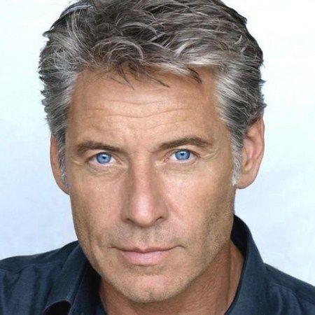 Im Mittleren Alter Manner S Frisuren Frisuren Fur Altere Manner Herren Frisuren Graue Haare Haarschnitt Manner