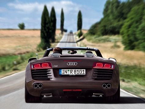 Audi R8 Spyder... wonder how fast I cld go dwn this long country road??!!