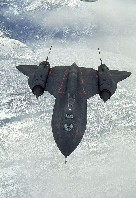 SR 71 black bird the fastest, highest plane ever. The pilot wears an an astronaut type suit because they almost leave the atmosphere no weapons just used for spying. Us Military Aircraft, Military Jets, Stealth Aircraft, Fighter Aircraft, Air Fighter, Fighter Jets, Best Fighter Jet, Airplane Fighter, Panzer