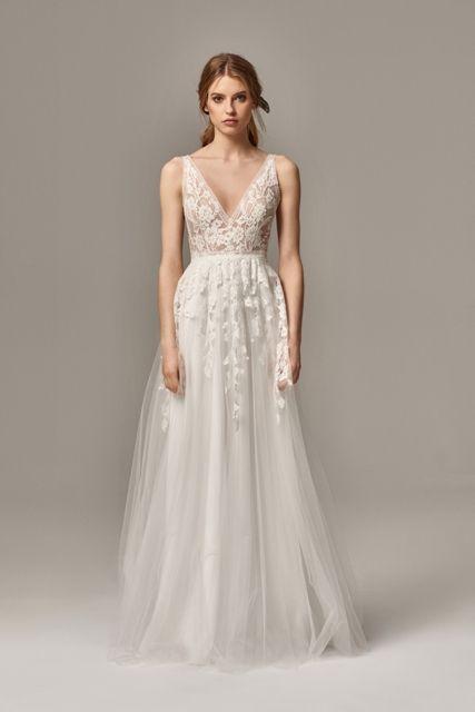 Gefunden Bei Happy Brautmoden Brautkleid Elegant Elegantes Brautkleid Anna Kara Spitze Spitzenkleid Edel Elegant Brautmode Hochzeitskleid Elegant Braut