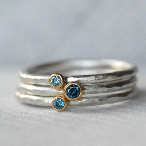 Tiny Blue Diamond Blue Zircon Ring Set - Gold and Silver Stack Rings - Set of 3 Diamond and Zircon Stack Rings - Eco-Friendly Recycled Winzige blaue Raute Blauer Zirkon-Ring-Set 18 k von LilianGinebra