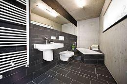 Wand Und Boden Mit Schieferfliesen Und Betonwand Schieferfliesen Bodenplatten Kacheln