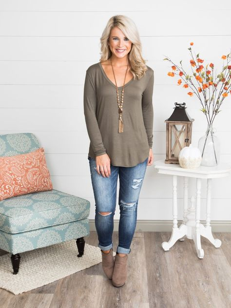 Olive mom outfits, fall outfits, cute outfits, jean outfits, comfy work out