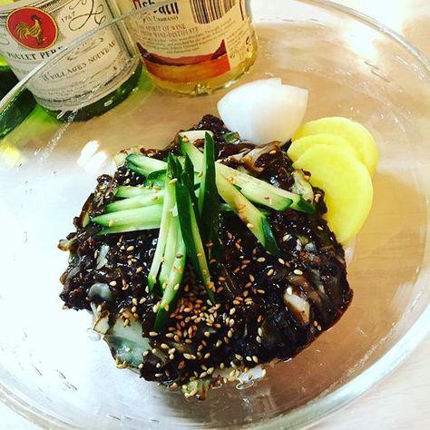 yukamuffin昨夜の〆は、ジャジャン麺♪ 食べながらニッて笑うとお歯黒(. ̄▼ ̄) たくあんや生の玉ねぎをかじりながら食べましょう。 #手作り#韓国料理#豚ひき肉 こう見えて#キャベツ たっぷり#きゅうり#たくあん 生の#新玉ねぎ はマスト 見えないけど#生うどん#黒豆#味噌#チュンジャン#ジャジャン麺#ジャジャンミョン#チャジャンミョン#ブラックデー#おうちバル#おうちごはん#おうち居酒屋#IG呑んべえ部(〆の麺部門) #homemade#koreanfood