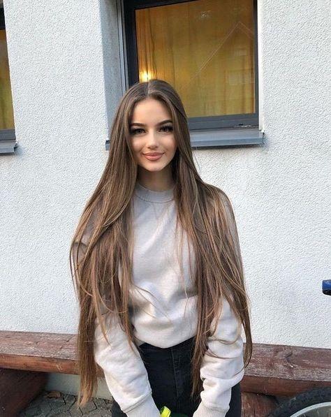 Hübsches mädchen 17 braune haare