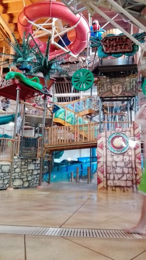There are a variety of places in the Dells that advertise FREE passes to the Chula Vista watermarks (indoor and outdoor) with your stay.