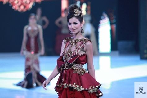 Miss Costa Rica. | 37 Over-The-Top Evening Gowns From The 2013 Miss World Fashion Show