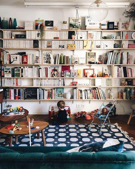 15 idées pour adopter une bibliothèque murale dans le salon