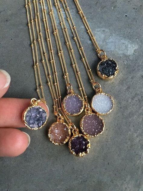Druzy Quartz Necklaces, Druzy Jewelry, Crystal Druzy, Aunt Gift, Bridesmaids Jewelry - Natural druzy gold Elecroform about round. Gold filled chain 16 come in sweet gift box. Cute Jewelry, Body Jewelry, Jewelry Box, Jewelery, Vintage Jewelry, Jewelry Accessories, Jewelry Necklaces, Layering Necklaces, Jewelry Stores