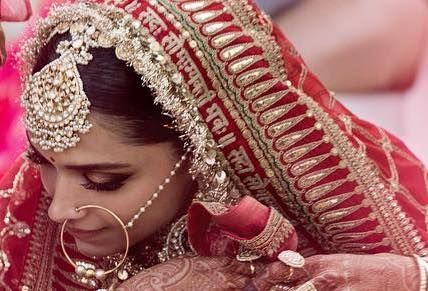 Deepika S Lehenga Dupatta With A Unique Personalised Prayer Diy Dupatta Designs For Indian Brides I Bridal Jewellery Indian Sabyasachi Jewellery Sabyasachi