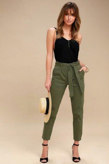 30 Outfits En Verde Oliva Que Te Encantaran 2018 Pantalones Verdes Mujer Pantalon Verde Olivo Outfits Pantalon Verde