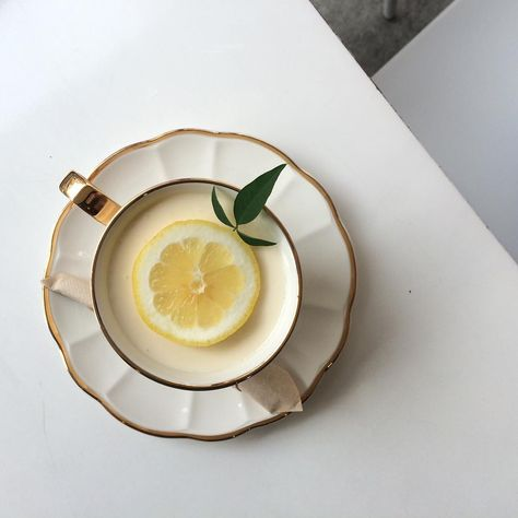 Find images and videos about food, aesthetic and yellow on We Heart It - the app to get lost in what you love. Cafe Food, Latte Art, Aesthetic Food, Macaron, Tea Time, Tea Party, Nom Nom, Tea Cups, Food Photography