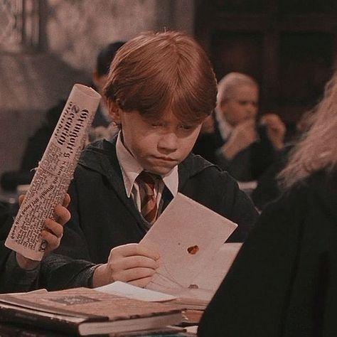 Harry Potter Ron, Photo Harry Potter, Mundo Harry Potter, Harry Potter Pictures, Harry Potter Characters, Harry Hermione Ron, Ron Weasley, Must Be A Weasley, Jarry Potter